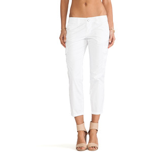 белые короткие брюки